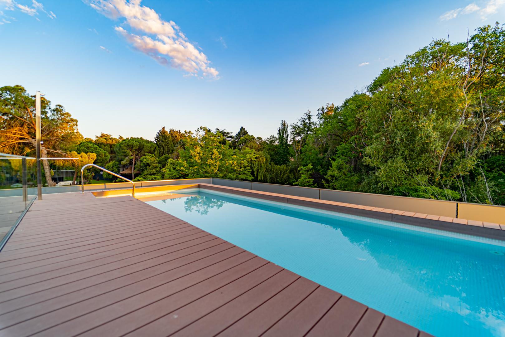 Amplio ático con piscina privada – ALQUILADO
